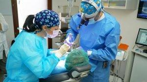 Zanotto durante intervento implantologia dentale CMO Nogara Legnago